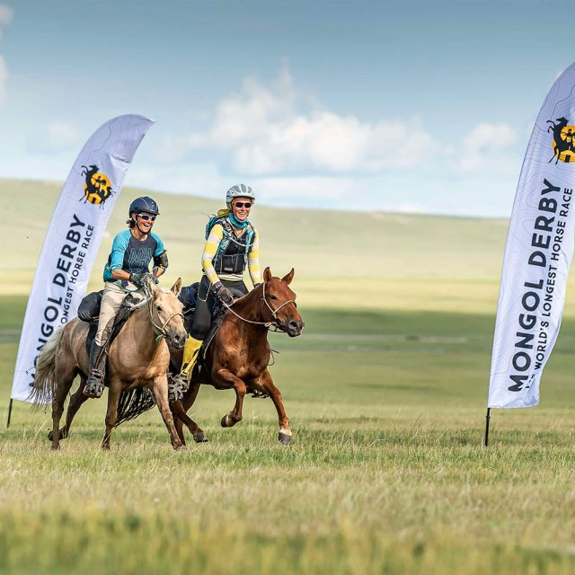 Mongol Derby - Dutch rider is finishing 1000kms with a colleague